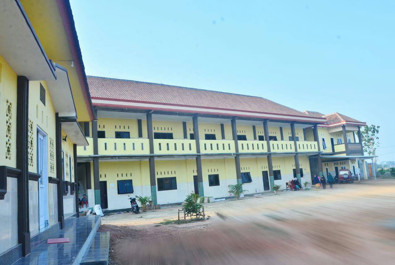 Gedung SMP dan SMA di Lantai 2